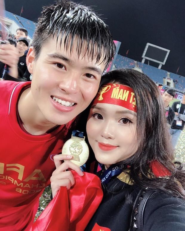 Loạt bạn gái khoe ảnh hạnh phúc, đầy tự hào bên cầu thủ khi Việt Nam lên ngôi vô địch - Ảnh 2.