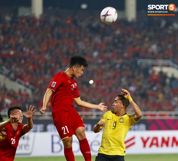 Đình Trọng gặp chấn thương lạ ở bàn chân sau khi vô địch AFF Cup 2018 - Ảnh 1.