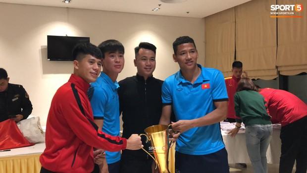 Vô địch, nhưng Tuyển Việt Nam chỉ được nhận bản mini của cúp vàng AFF Cup - Ảnh 5.