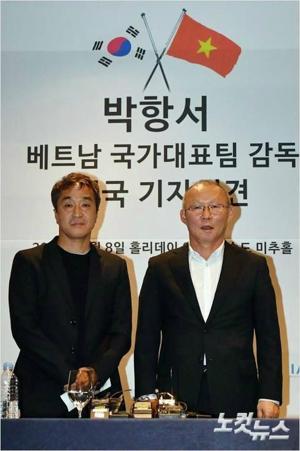Mải miết tung hô thầy Park, chúng ta đã quên mất HLV Lee Young-jin - người hùng thầm lặng của đội tuyển Việt Nam - Ảnh 1.