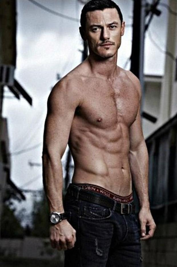 Tài tử đồng tính đẹp trai nhất nhì Hollywood gây sốt khi sánh đôi bên người yêu body 6 múi trên biển - Ảnh 8.