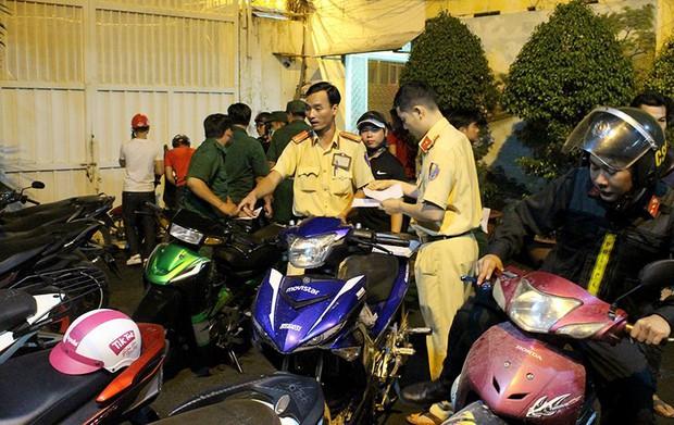 Gần 120 phương tiện bị tạm giữ vì đi bão quá khích trong đêm ở Sài Gòn - Ảnh 2.