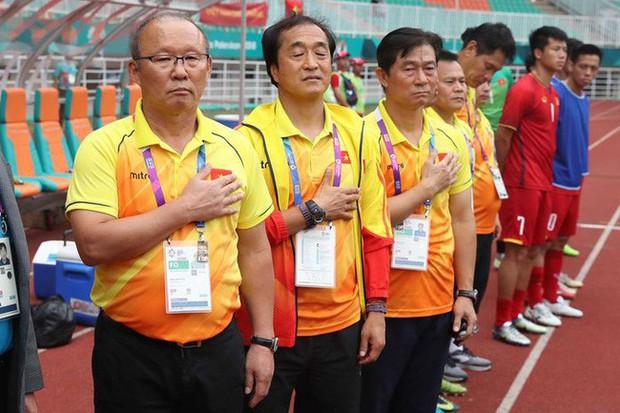 Mải miết tung hô thầy Park, chúng ta đã quên mất HLV Lee Young-jin - người hùng thầm lặng của đội tuyển Việt Nam - Ảnh 5.