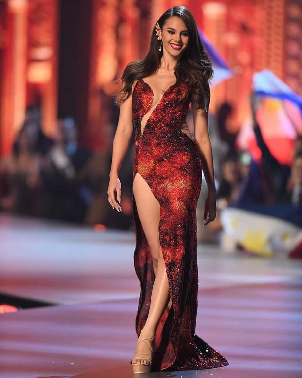 Style của tân Hoa hậu Hoàn vũ Catriona Gray: từ đầu đến cuối đều lộng lẫy như bà hoàng, phần nào đoán được trước cái kết viên mãn - Ảnh 15.