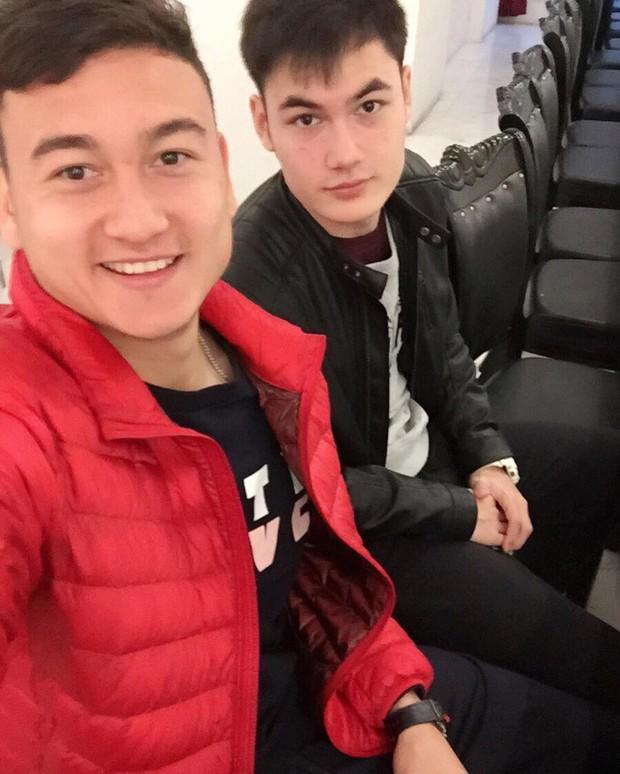 Em trai Lâm Tây là Văn Mạnh được chú ý vì ngoại hình lai cuốn hút - Ảnh 6.
