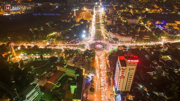 Hình ảnh flycam ấn tượng tại chảo lửa Thái Nguyên trong đêm chung kết AFF Cup được chia sẻ khiến nhiều người choáng ngợp - Ảnh 1.