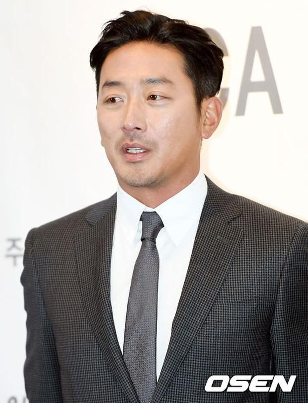 Dàn sao hạng A quyền lực tuột dốc tại thảm đỏ: Park Min Young, Bo Young già bất ngờ, UEE lộ mặt dao kéo bên loạt tài tử - Ảnh 15.