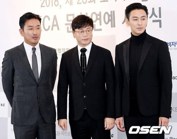 Dàn sao hạng A quyền lực tuột dốc tại thảm đỏ: Park Min Young, Bo Young già bất ngờ, UEE lộ mặt dao kéo bên loạt tài tử - Ảnh 14.