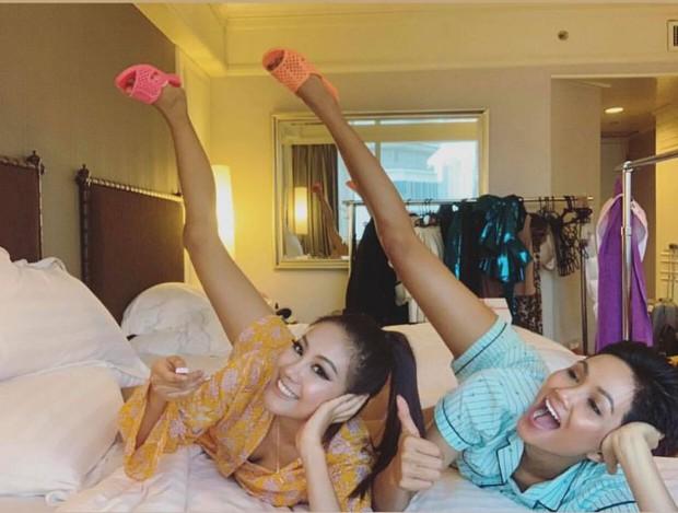 HHen Niê và vali 80 bộ đồ đến với Top 5 Miss Universe: Từ Cờ đỏ sao vàng, Dép tổ ong, Bánh mì cho đến những thiết kế đẹp nhất Việt Nam! - Ảnh 15.