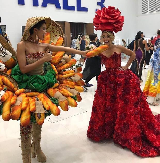 HHen Niê và vali 80 bộ đồ đến với Top 5 Miss Universe: Từ Cờ đỏ sao vàng, Dép tổ ong, Bánh mì cho đến những thiết kế đẹp nhất Việt Nam! - Ảnh 4.