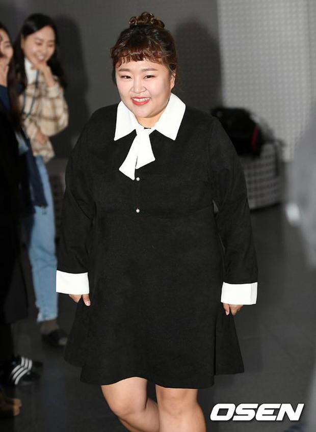 Dàn sao hạng A quyền lực tuột dốc tại thảm đỏ: Park Min Young, Bo Young già bất ngờ, UEE lộ mặt dao kéo bên loạt tài tử - Ảnh 20.