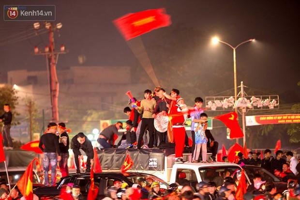Hình ảnh flycam ấn tượng tại chảo lửa Thái Nguyên trong đêm chung kết AFF Cup được chia sẻ khiến nhiều người choáng ngợp - Ảnh 10.
