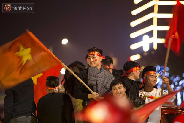 Hình ảnh flycam ấn tượng tại chảo lửa Thái Nguyên trong đêm chung kết AFF Cup được chia sẻ khiến nhiều người choáng ngợp - Ảnh 11.