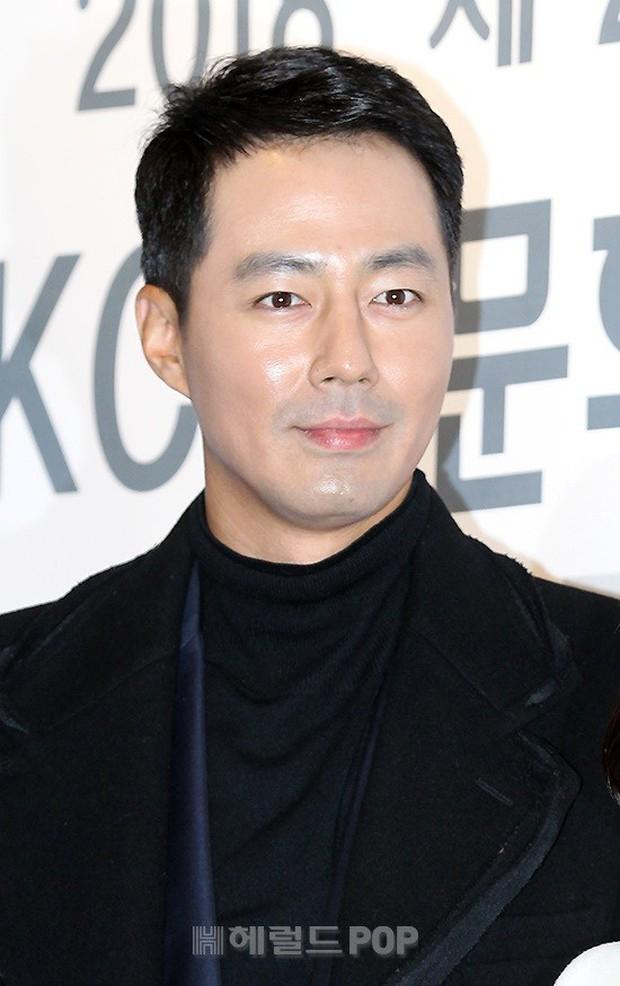 Dàn sao hạng A quyền lực tuột dốc tại thảm đỏ: Park Min Young, Bo Young già bất ngờ, UEE lộ mặt dao kéo bên loạt tài tử - Ảnh 9.