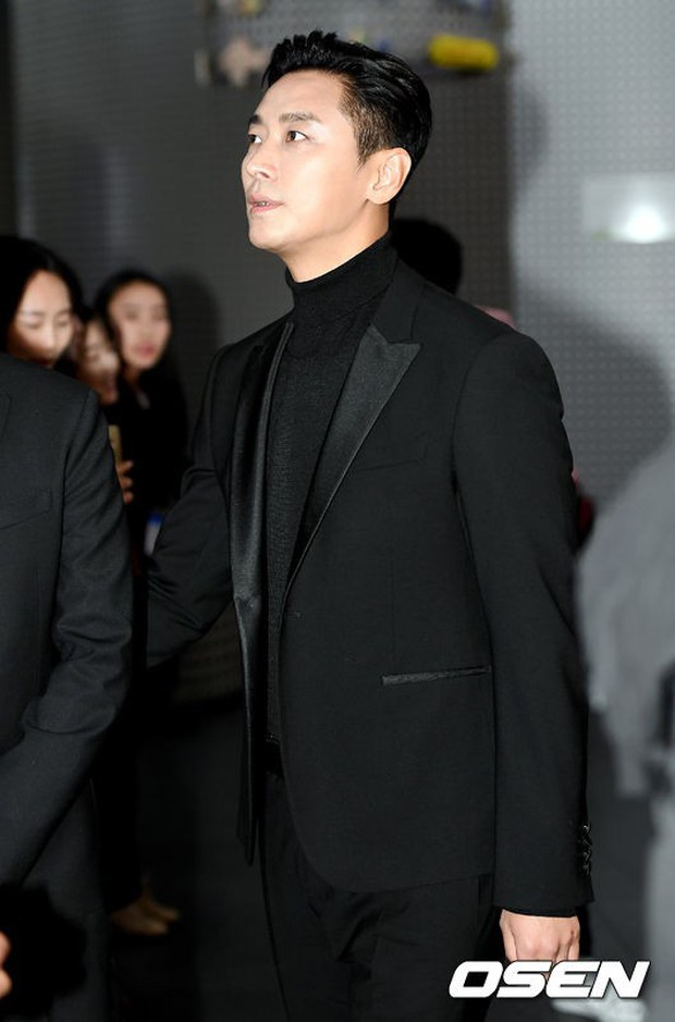 Dàn sao hạng A quyền lực tuột dốc tại thảm đỏ: Park Min Young, Bo Young già bất ngờ, UEE lộ mặt dao kéo bên loạt tài tử - Ảnh 10.