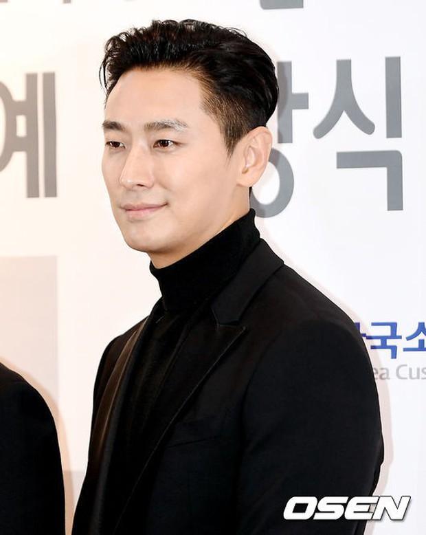 Dàn sao hạng A quyền lực tuột dốc tại thảm đỏ: Park Min Young, Bo Young già bất ngờ, UEE lộ mặt dao kéo bên loạt tài tử - Ảnh 11.
