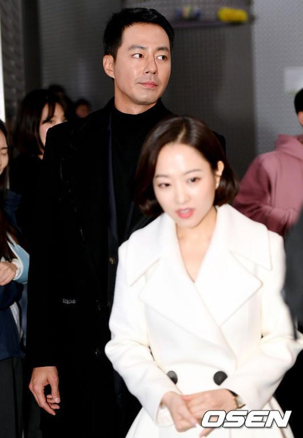 Dàn sao hạng A quyền lực tuột dốc tại thảm đỏ: Park Min Young, Bo Young già bất ngờ, UEE lộ mặt dao kéo bên loạt tài tử - Ảnh 5.