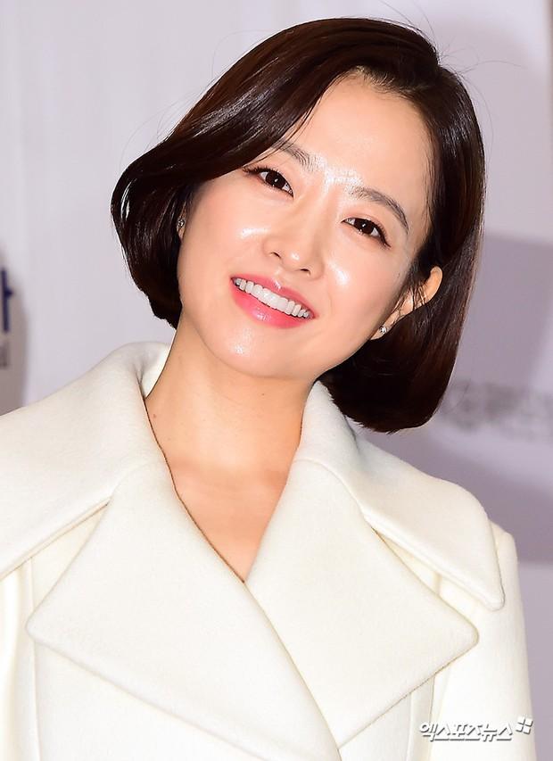 Dàn sao hạng A quyền lực tuột dốc tại thảm đỏ: Park Min Young, Bo Young già bất ngờ, UEE lộ mặt dao kéo bên loạt tài tử - Ảnh 7.