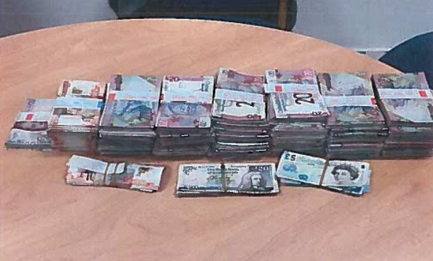 Từ clip em bé nghịch cọc tiền trên MXH, cảnh sát Anh triệt phá băng nhóm người Việt trồng cần sa trị giá triệu đô - Ảnh 3.
