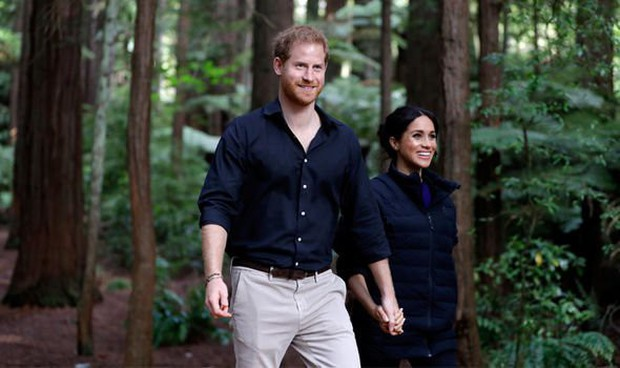 Meghan từng chụp khoảnh khắc quay lưng với cả thế giới cùng chồng cũ giống với Harry và ý nghĩa thực sự đằng sau - Ảnh 3.