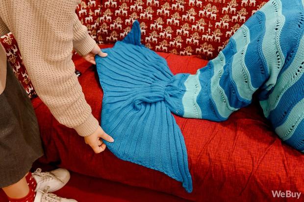 Giáng sinh này, mua chăn Tiên cá để hiểu vì sao nàng Tiên cá lại cố sống cố chết đòi đổi chân người - Ảnh 7.