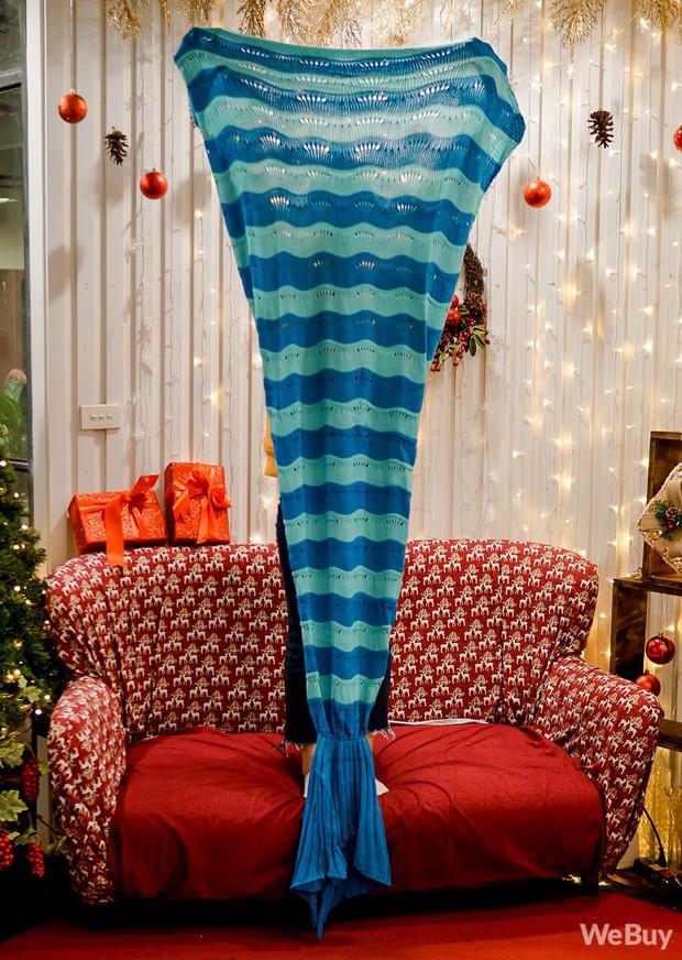 Giáng sinh này, mua chăn Tiên cá để hiểu vì sao nàng Tiên cá lại cố sống cố chết đòi đổi chân người - Ảnh 5.