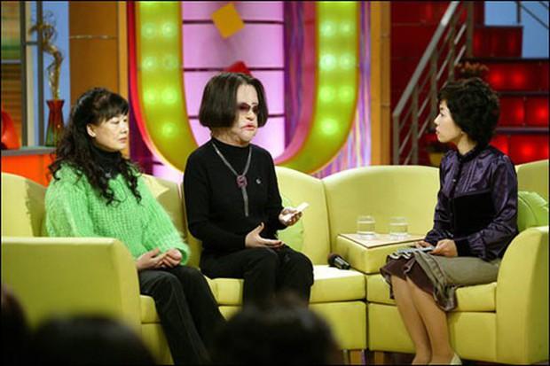 Thảm hoạ dao kéo Han Mi Ok qua đời ở tuổi 57: Thời trẻ điên cuồng thẩm mỹ, mua silicon, dầu ăn ở chợ đen về tự tiêm - Ảnh 4.
