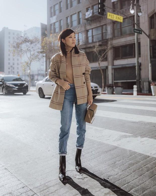 Ngắm 12 set đồ sau, các nàng sẽ nhận ra quần jeans + boots chính là cặp đôi giúp vẻ ngoài đạt 100% sành điệu - Ảnh 5.