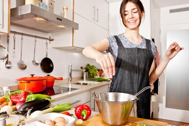Tuân thủ ngay 7 thói quen này giúp bạn kiểm soát hiệu quả mức cholesterol trong cơ thể - Ảnh 2.