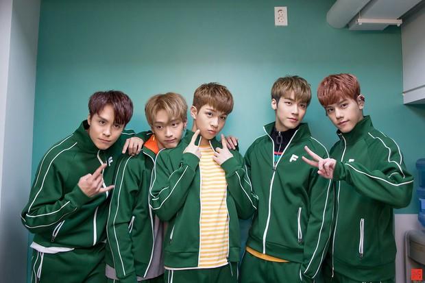 Một idol Kpop phải tạm rời nhóm vì bị tố xúc phạm fan, nói xấu đồng đội và vô ơn với công ty - Ảnh 2.