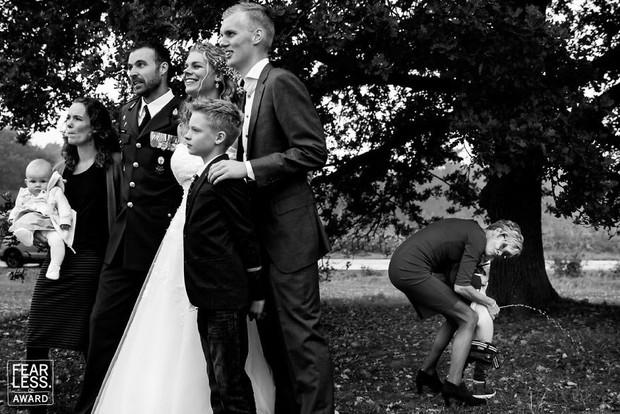 Nước mắt, nụ cười và cả sự cố khó đỡ làm nên những bức ảnh cưới đẹp nhất năm 2018! - Ảnh 12.