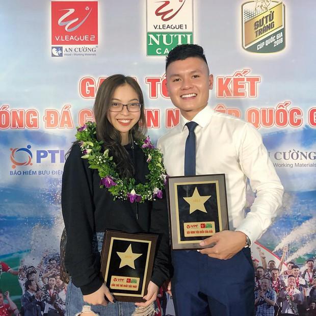 Quang Hải và bạn gái cùng nhau đi nghỉ dưỡng ở resort, đập tan tin đồn chia tay - Ảnh 1.