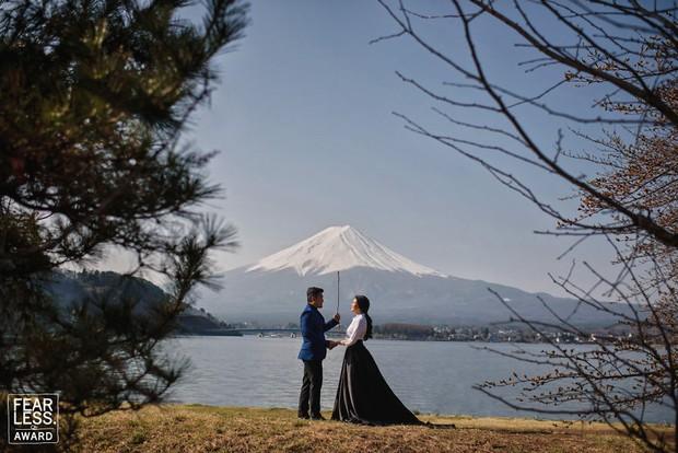 Nước mắt, nụ cười và cả sự cố khó đỡ làm nên những bức ảnh cưới đẹp nhất năm 2018! - Ảnh 2.