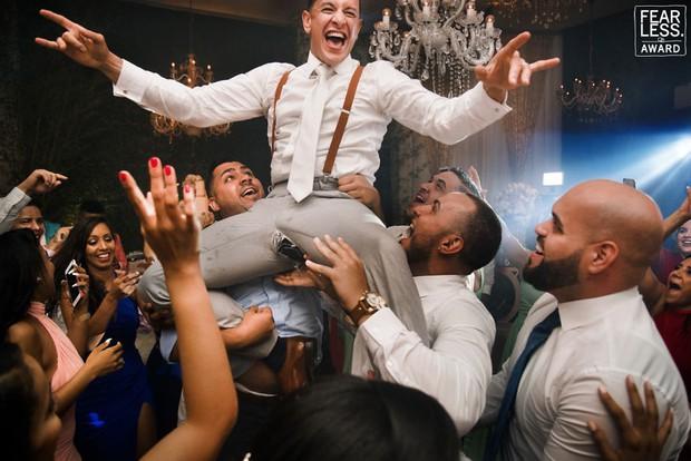 Nước mắt, nụ cười và cả sự cố khó đỡ làm nên những bức ảnh cưới đẹp nhất năm 2018! - Ảnh 11.