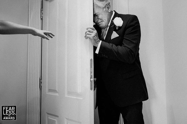 Nước mắt, nụ cười và cả sự cố khó đỡ làm nên những bức ảnh cưới đẹp nhất năm 2018! - Ảnh 5.