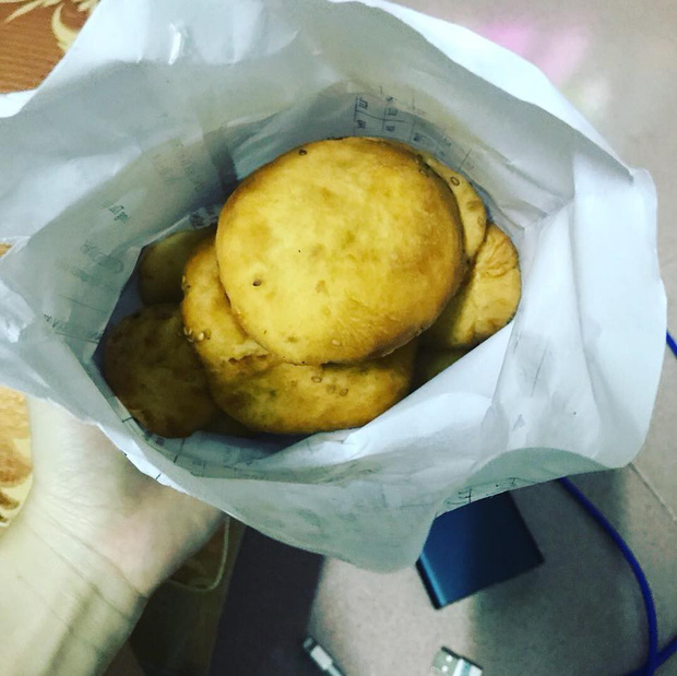 Chiếc bánh tiêu nhất phẩm ở Vũng Tàu làm người ta xếp hàng cả tiếng mới mua được - Ảnh 5.