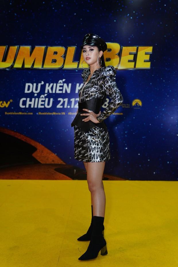 Hoa hậu Tiểu Vy hở bạo gợi cảm, trong khi Ninh Dương Lan Ngọc dịu dàng tại buổi họp báo Bumblebee - Ảnh 3.
