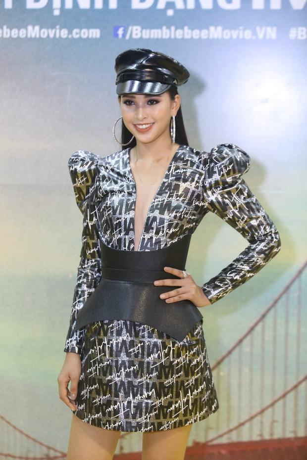 Hoa hậu Tiểu Vy hở bạo gợi cảm, trong khi Ninh Dương Lan Ngọc dịu dàng tại buổi họp báo Bumblebee - Ảnh 1.
