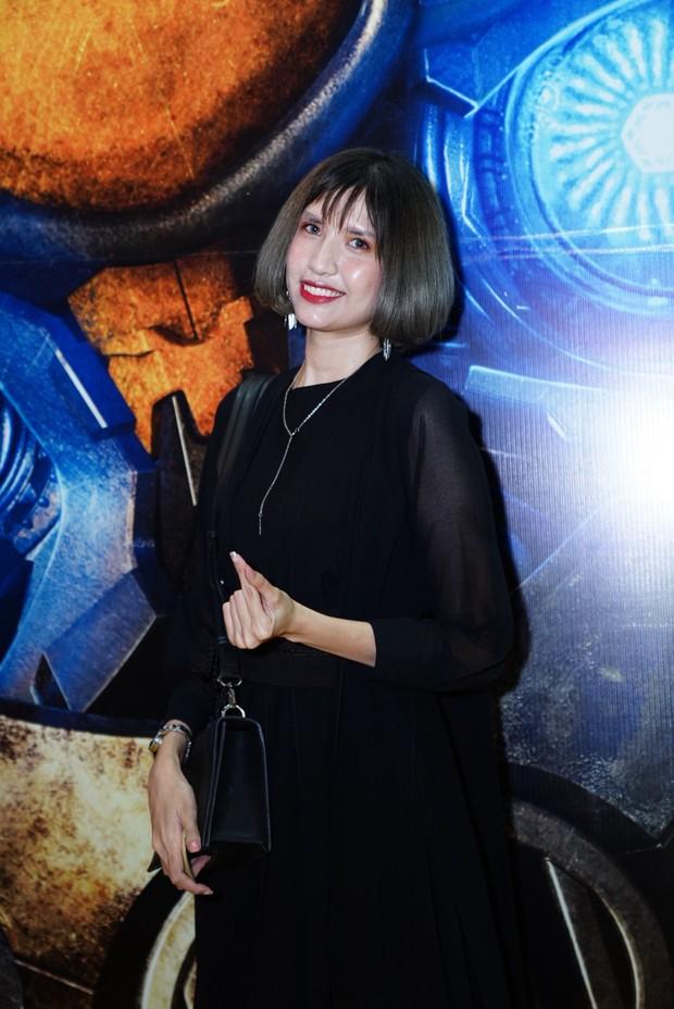 Hoa hậu Tiểu Vy hở bạo gợi cảm, trong khi Ninh Dương Lan Ngọc dịu dàng tại buổi họp báo Bumblebee - Ảnh 11.