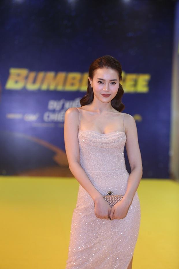 Hoa hậu Tiểu Vy hở bạo gợi cảm, trong khi Ninh Dương Lan Ngọc dịu dàng tại buổi họp báo Bumblebee - Ảnh 4.