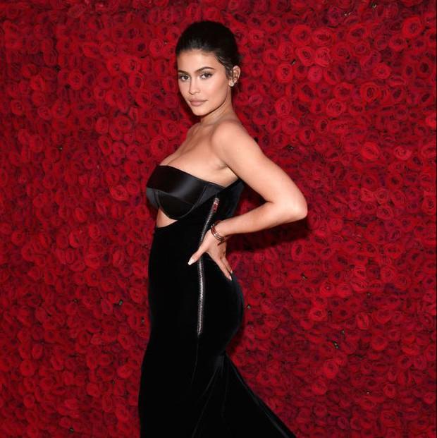 Top 10 sao giàu nhất nước Mỹ: Số 1 sở hữu 126 ngàn tỷ đồng, riêng Kylie Jenner 21 tuổi vượt mặt loạt sao lão làng - Ảnh 6.