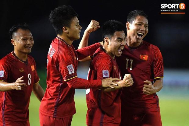 """Bố cầu thủ Nguyễn Trọng Hoàng: """"Nếu không đá bóng thì sẽ làm chiến sĩ công an - Ảnh 8."""