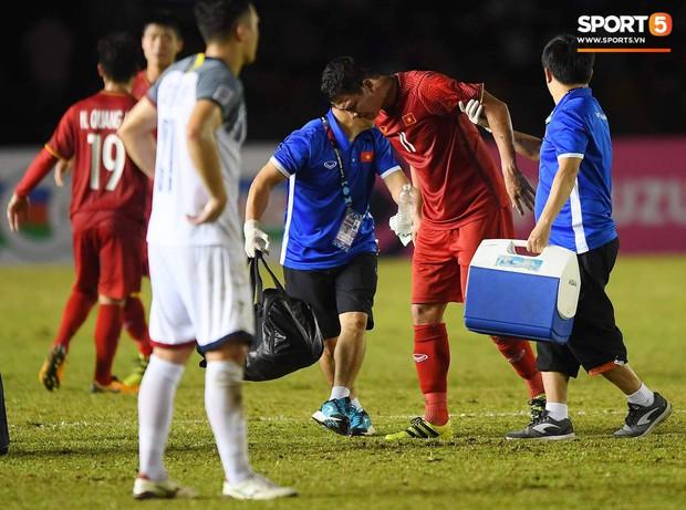 Những pha bóng cực rắn của cầu thủ Philippines nhắm vào cầu thủ Việt Nam tại bán kết AFF Cup 2018 - Ảnh 5.