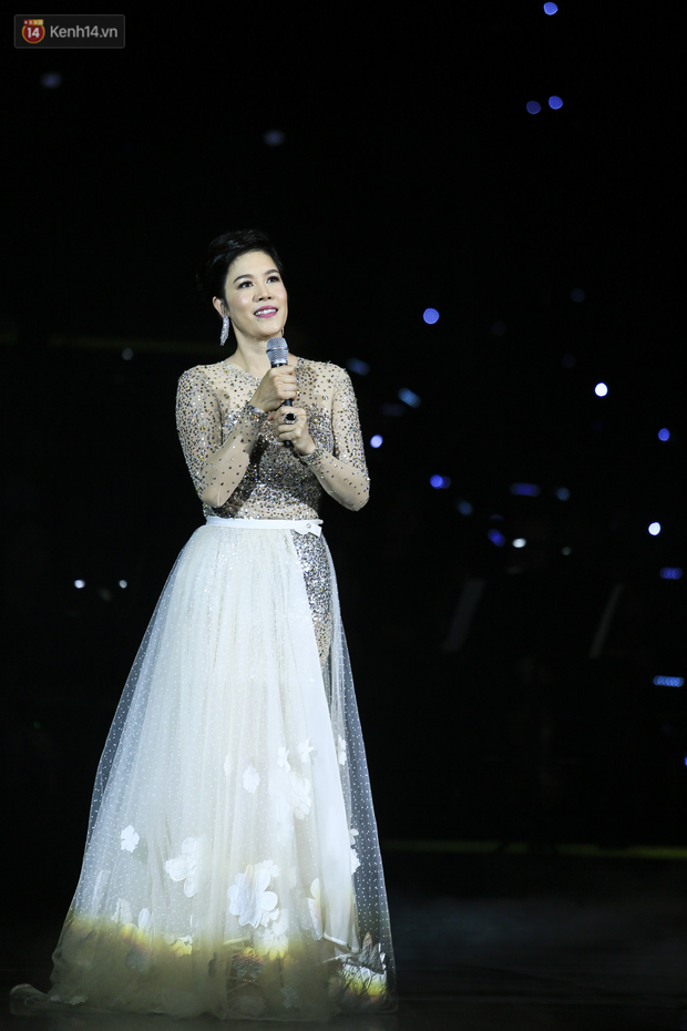 Lần đầu song ca cùng Mỹ Tâm, Noo Phước Thịnh đắm đuối, nắm chặt tay đàn chị trên sân khấu - Ảnh 8.