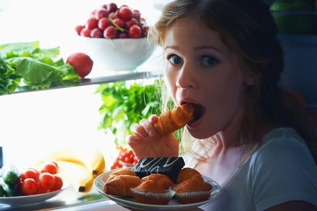 Có thể bạn đang tự làm hại sức khỏe của mình nếu cứ vô tư mắc phải những thói quen xấu này - Ảnh 4.