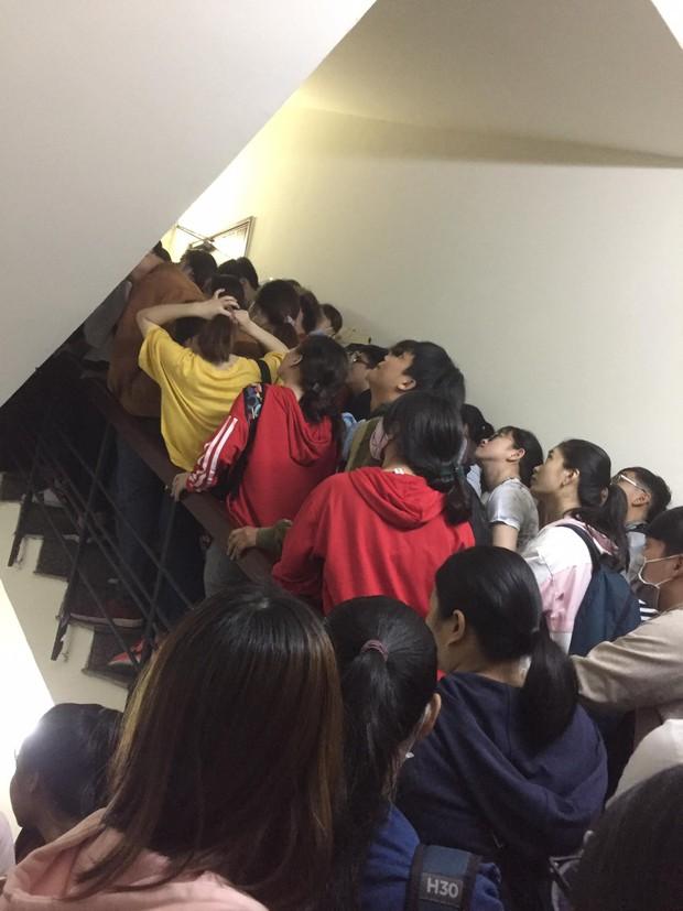 Cấu trúc đề thi TOEIC mới liệu có khó đến mức khiến sinh viên Sài Gòn thức trắng đêm, chen chúc đăng ký dự thi? - Ảnh 3.