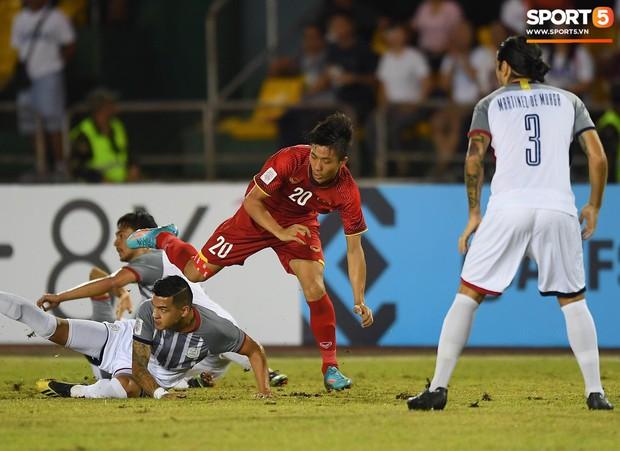Những pha bóng cực rắn của cầu thủ Philippines nhắm vào cầu thủ Việt Nam tại bán kết AFF Cup 2018 - Ảnh 8.
