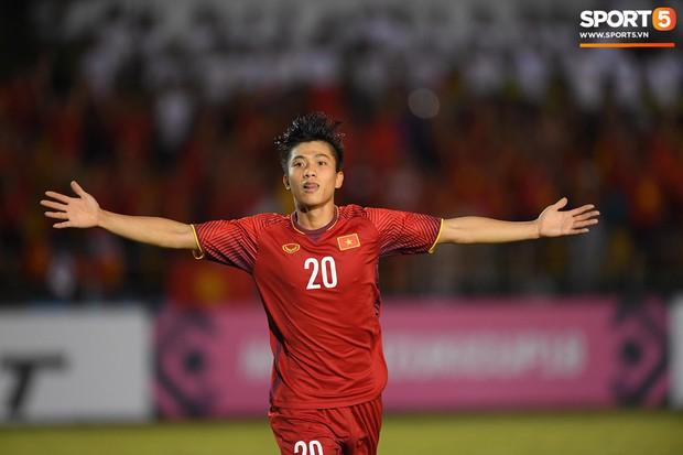 Những pha bóng cực rắn của cầu thủ Philippines nhắm vào cầu thủ Việt Nam tại bán kết AFF Cup 2018 - Ảnh 11.
