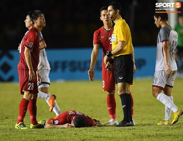 Những pha bóng cực rắn của cầu thủ Philippines nhắm vào cầu thủ Việt Nam tại bán kết AFF Cup 2018 - Ảnh 4.