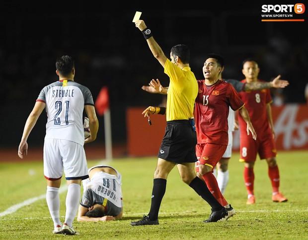 Những pha bóng cực rắn của cầu thủ Philippines nhắm vào cầu thủ Việt Nam tại bán kết AFF Cup 2018 - Ảnh 7.